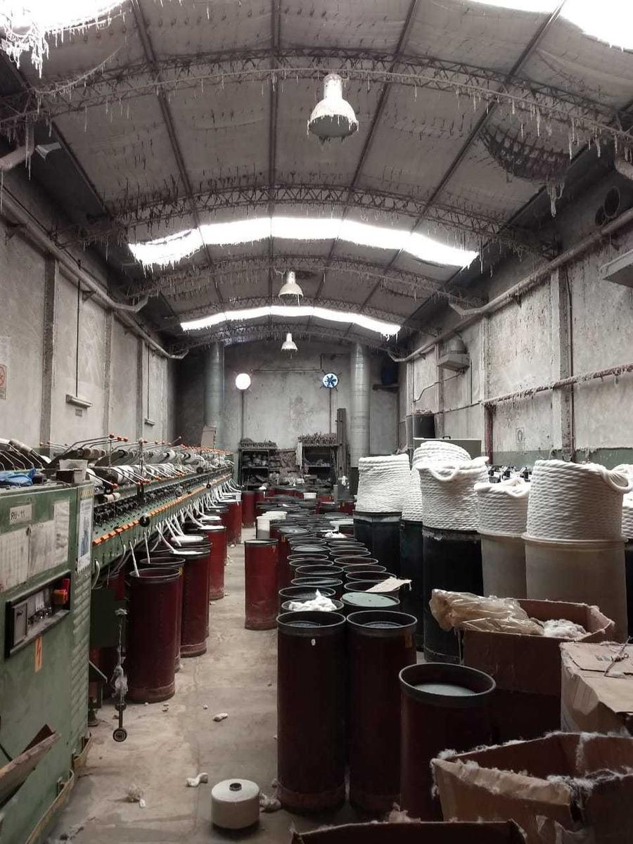 en venta impecable galpon  1100 m2 en villa  lugano capital
