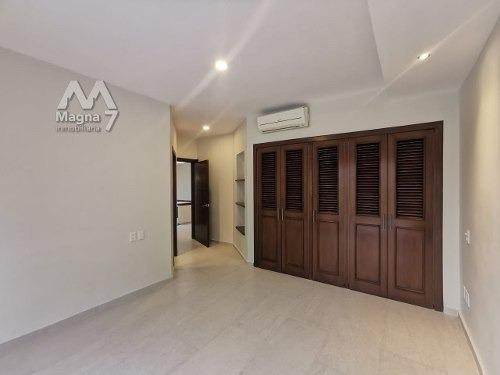 en venta residencia dentro de coto en puerta de hierro