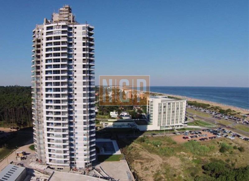 en venta sobre la costa de playa brava a estrenar!! unidad piso alto!!! muy comoda y  luminosa.  -ref:6778