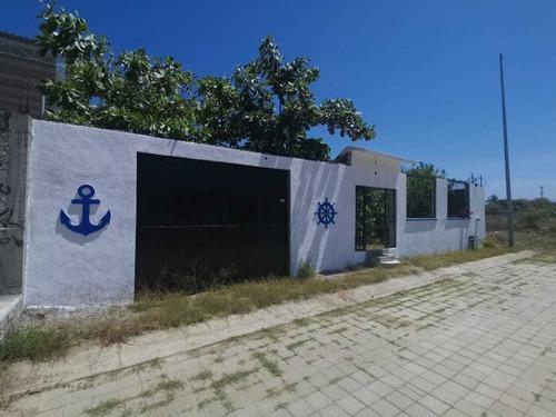 en venta terreno a una calle de la playa