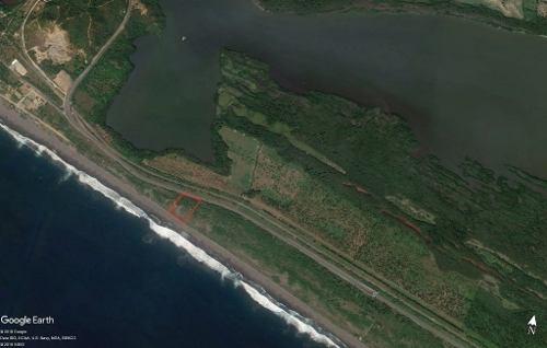 en venta terreno junto al mar y a borde de autopista en manzanillo