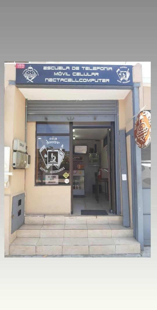 en venta tienda de microelectrónica y cigarrillos electrónic