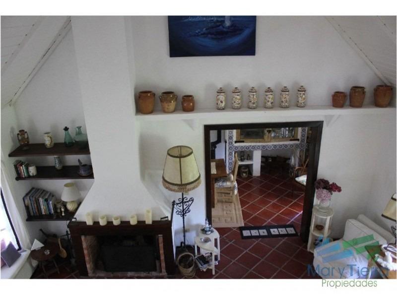 en venta y alquiler...  casa en excelente zona, distribuida en dos plantas. -ref:1602