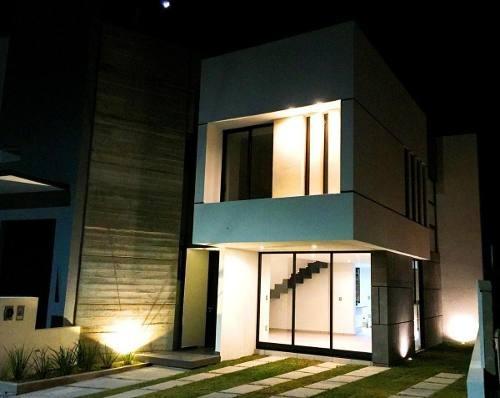 en zen house roof garden, 3 recámaras, jardín, sala tv, alberca, hermosa casa!