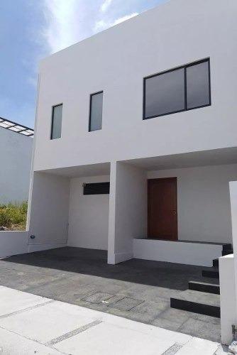 en zibatá, 3 recamaras, roof, cto serv, lujo, equipada !!