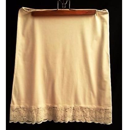 enagua de cintura antigua color natural con encaje