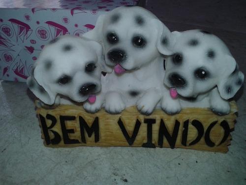 enfeite decorativo estátua resina cachorros trio c bem vindo