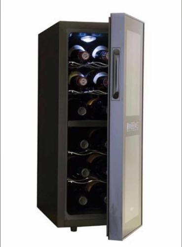 enfriador de vino 12 botellas haier reacondicionado