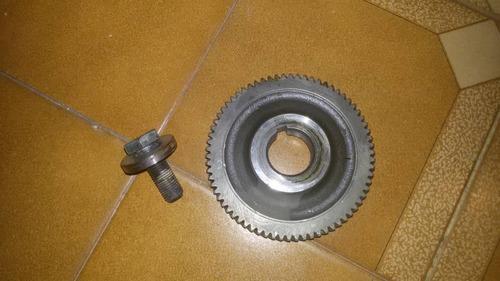 engranaje de leva de motor isuzu 4hf1. diente fino. usado