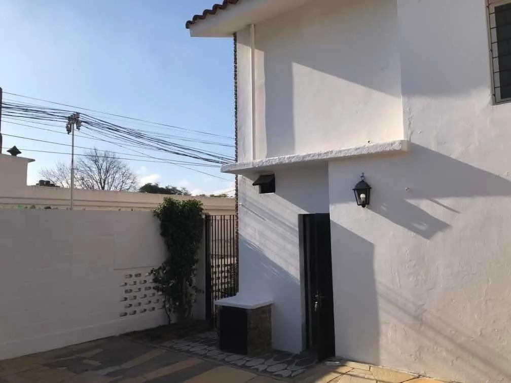 enorme casa a la venta con parrillero y balcon!