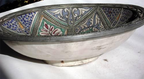 enorme centro de mesa - ceramica con metal - colores brillan