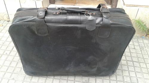 enorme valija antigua