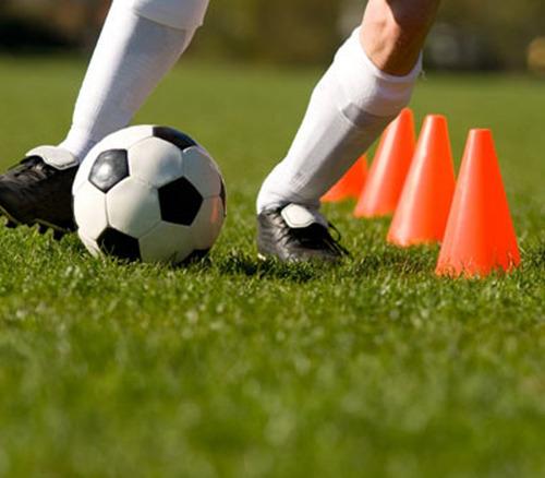 entrenamiento fútbol cono