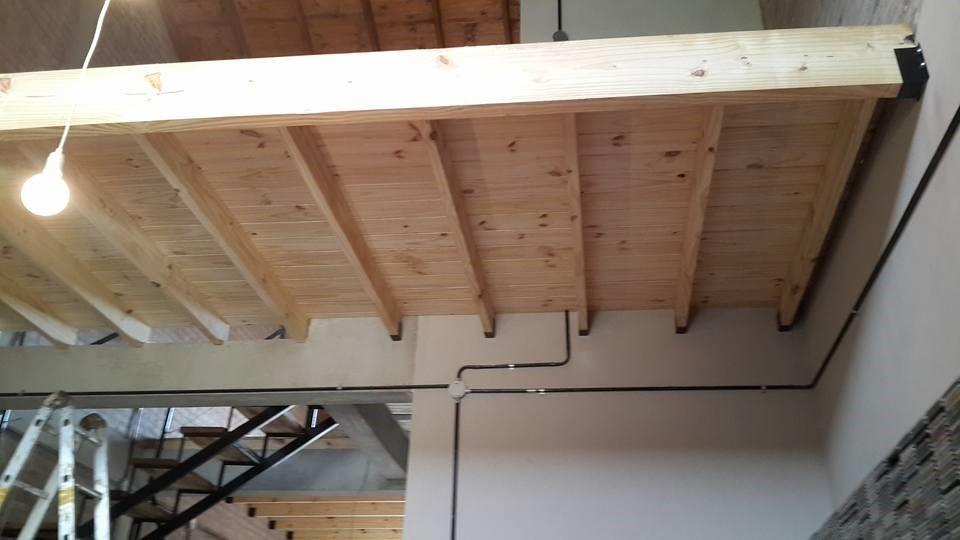 Construir altillo madera cool galera u singulares mag - Como hacer una escalera de madera para entrepiso ...