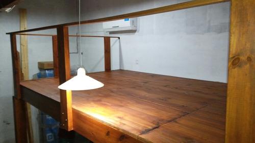 entrepisos de madera con escaleras