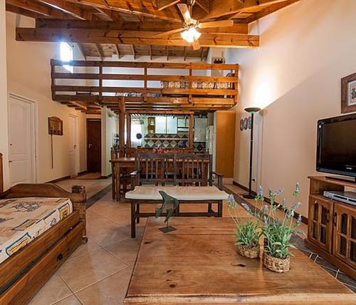 entrepisos, escaleras, plataformas y decks de madera.