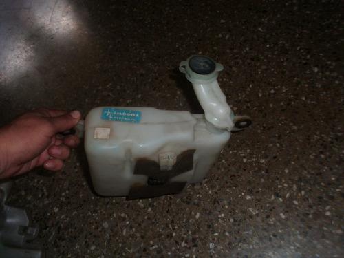 envase agua limpia parabrisas trasero toyota prado merú