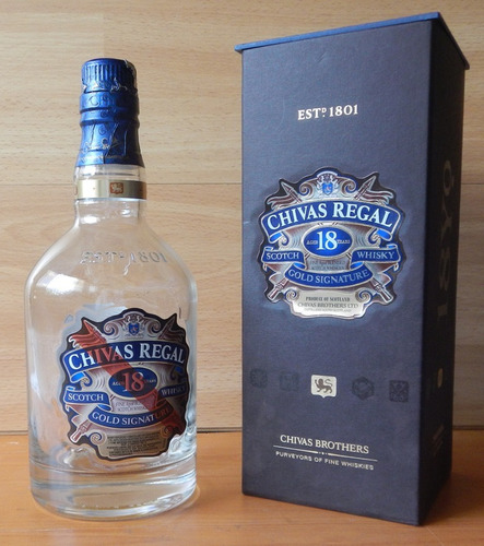 envase y botella vacía de whisky
