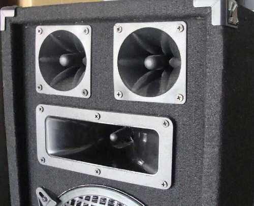 equipo de musica funcional con 4 bafles tapizados y usb