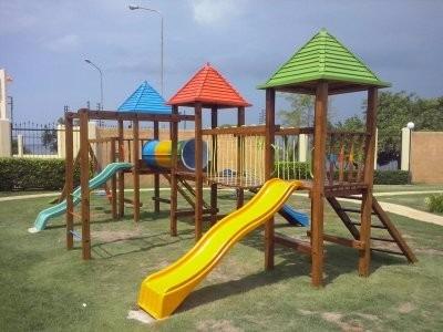 equipos biosaludables y parques en madera.