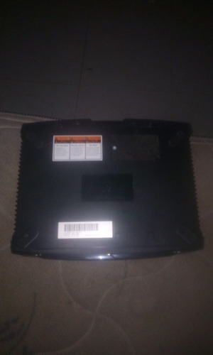 es una consola xbox clásica para piezas