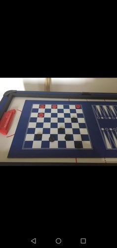 es una mesa de billar que se trasforma en barios juegos