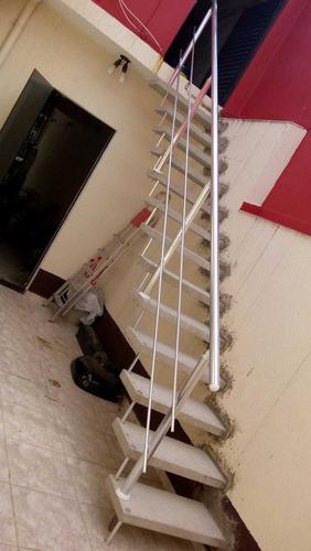 escada pré moldada e corrimão