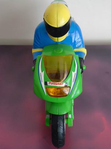escala juguete moto
