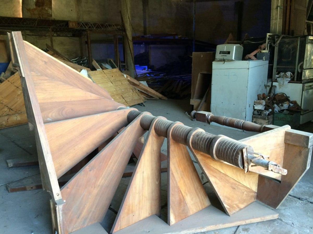 escalera caracol de madera