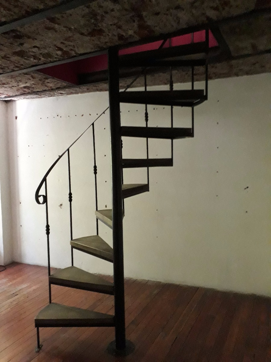 Escaleras de hierro forjado para interiores for Escaleras interiores de hierro
