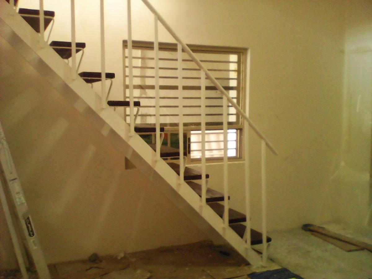 Escalera caracol recta protectores presupuesto a domicilio for Escaleras de material