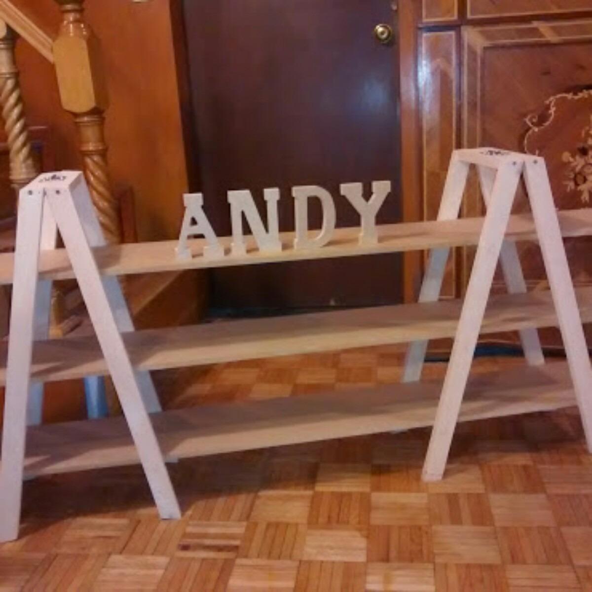 Escalera con repisas mesas de dulces en mercado for Repisas para escaleras