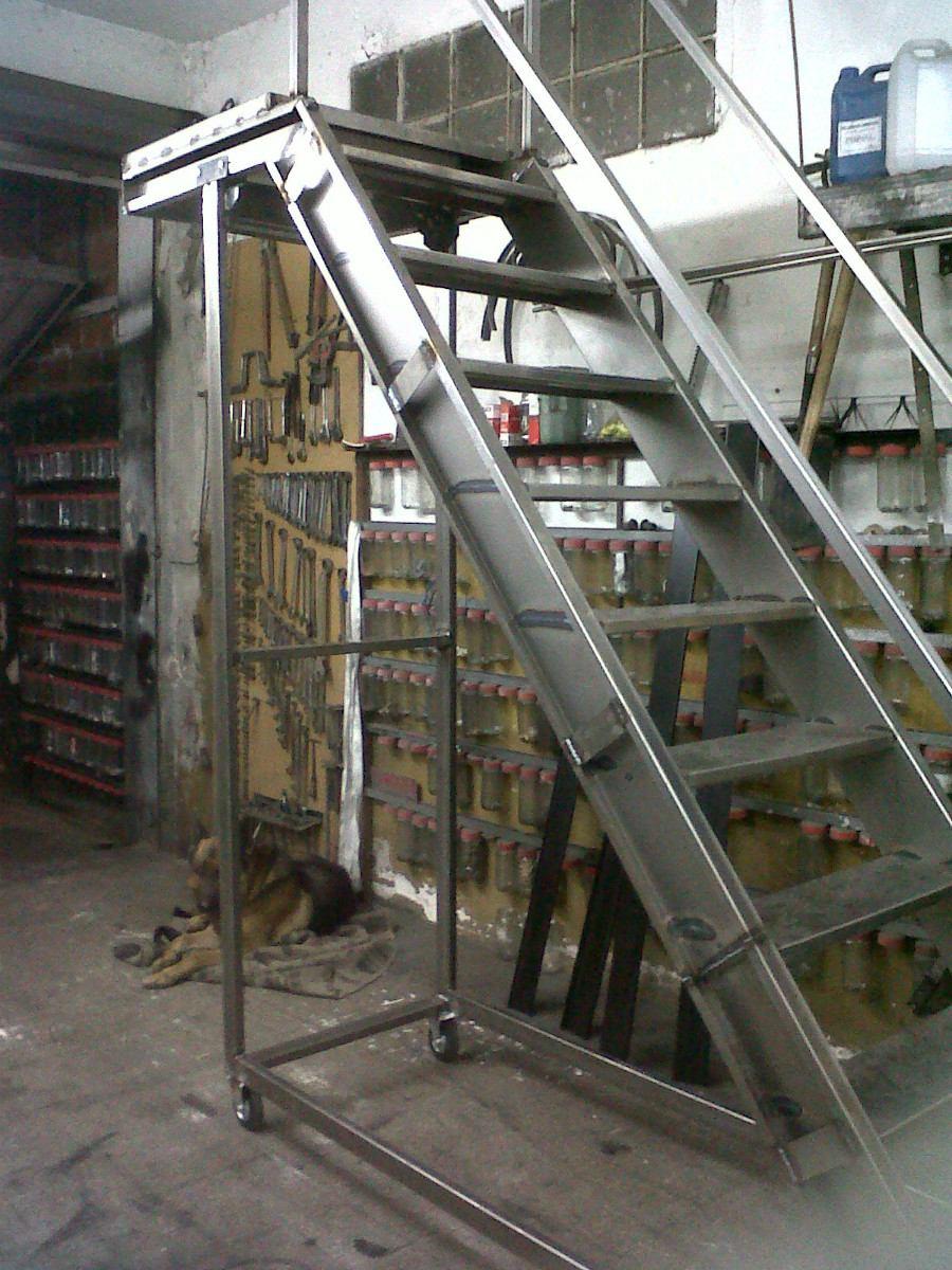 Escalera de metal escalera exterior diseometal al aire for Como construir una escalera de hierro y madera