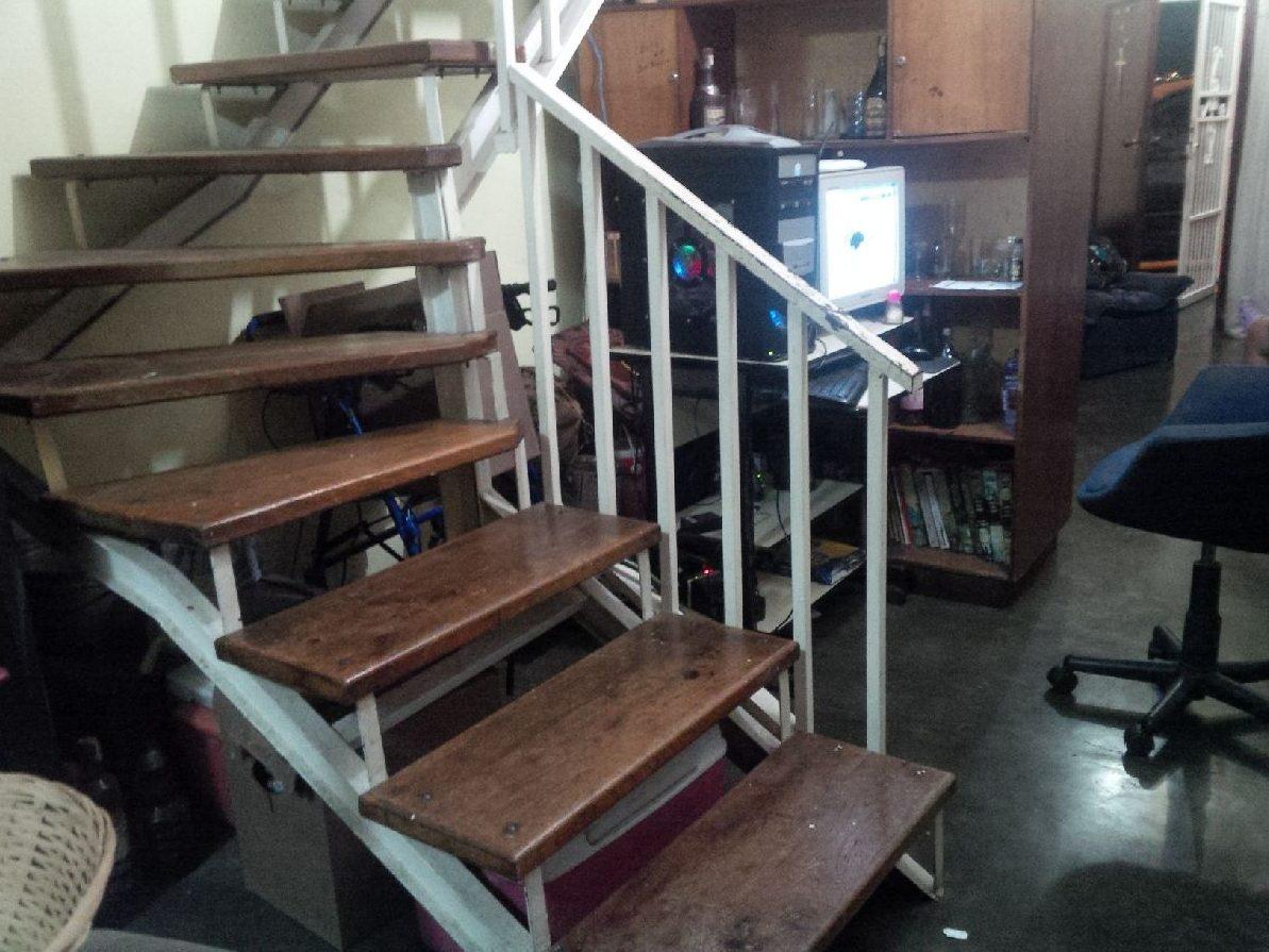 Escalera de hierro y madera bs en mercado libre for Escalera recta de hierro y madera