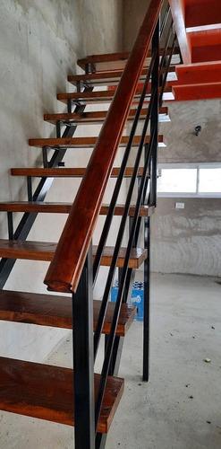 escalera de hierro y madera para interior y exterior