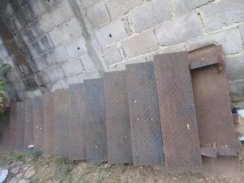 escalera de viga doble t y lámina estriada
