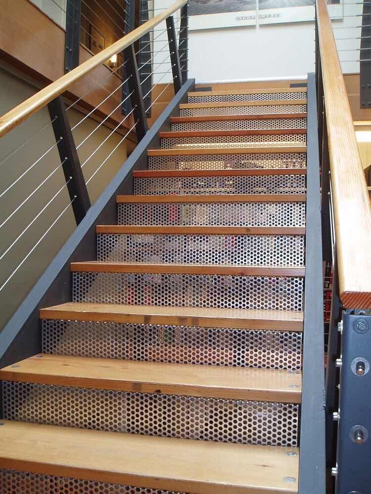 Escaleras hierro y madera escaleras caracol hierro y for Escalera recta de hierro y madera
