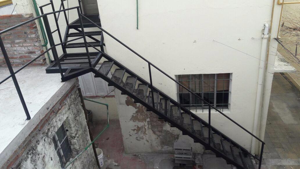 Escalera Exterior Interior De Hierro - $ 1.100,00 en Mercado Libre