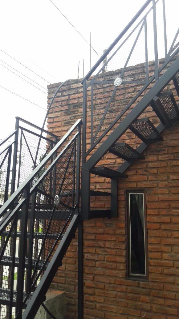 Escaleras de hierro para exterior una elegante escalera for Escaleras de exterior
