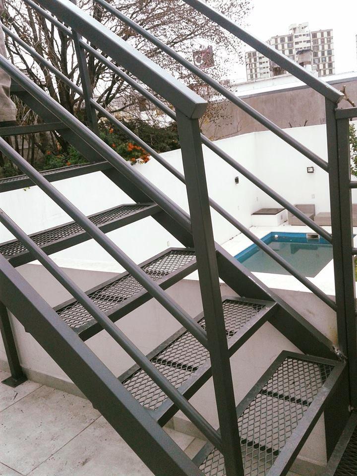 Escalera Exterior Interior De Hierro - $ 1.500,00 en Mercado Libre