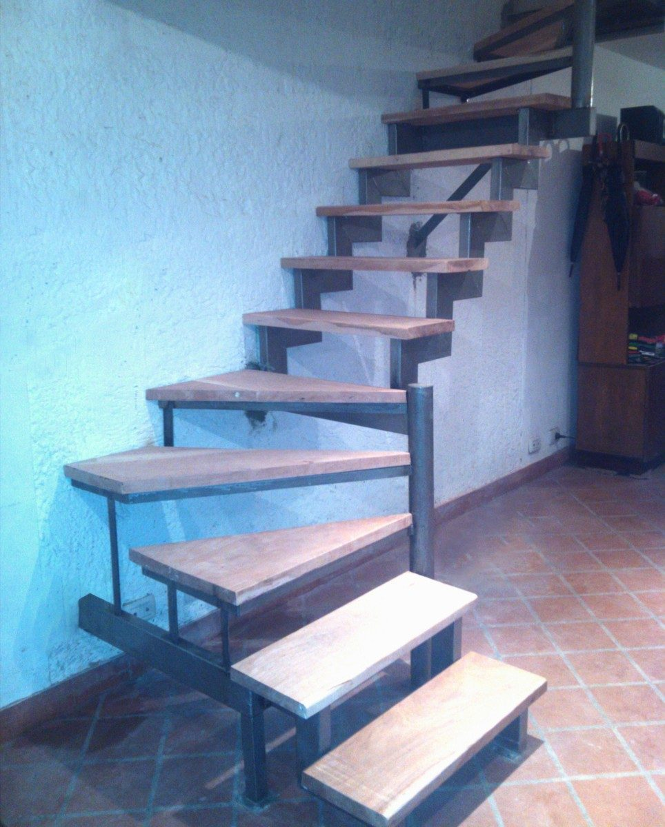 Escalera hierro recta compensada quebrada tipo u rejas for Escalera de metal con descanso