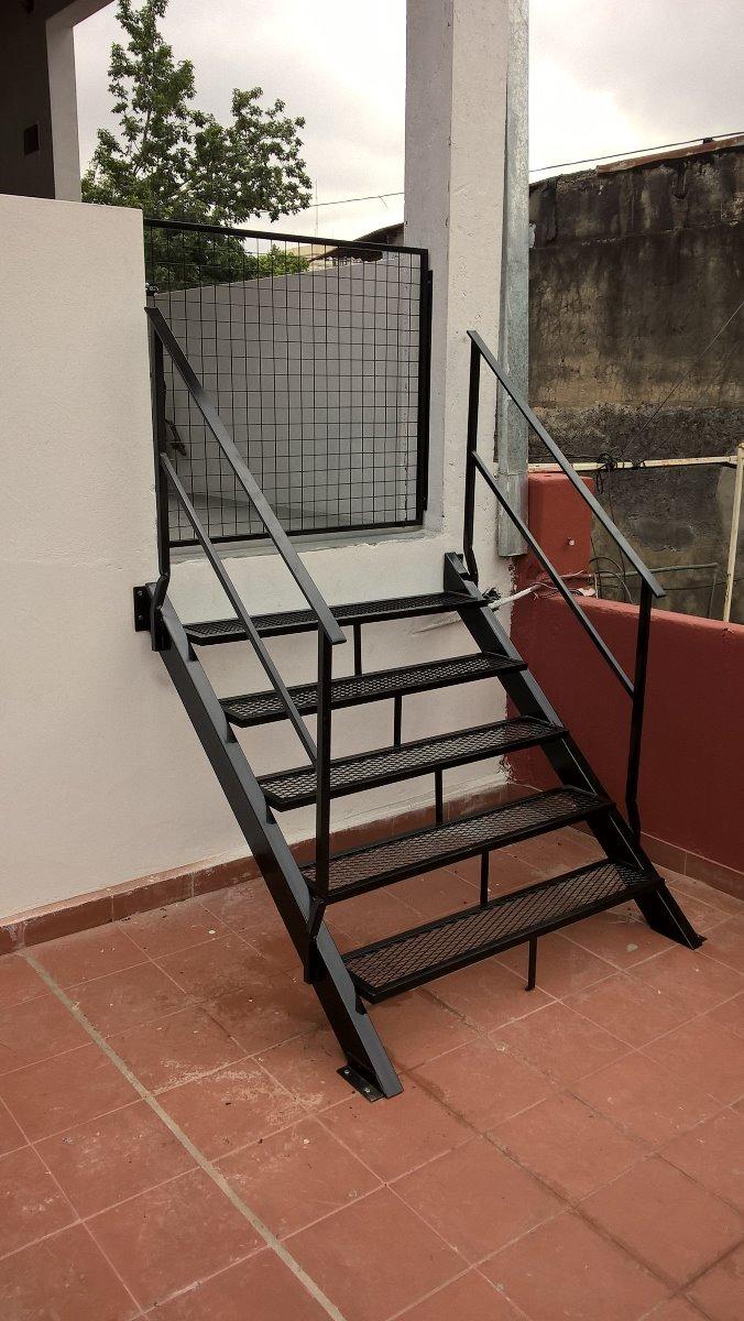 Barandillas de madera exterior finest foto de archivo - Escaleras de hierro para exterior ...