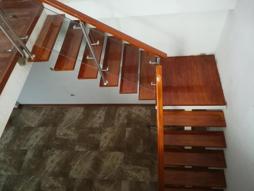 Escalera metalica pasos de madera barandas s 200 00 en mercado libre - Barandas para escaleras de madera ...