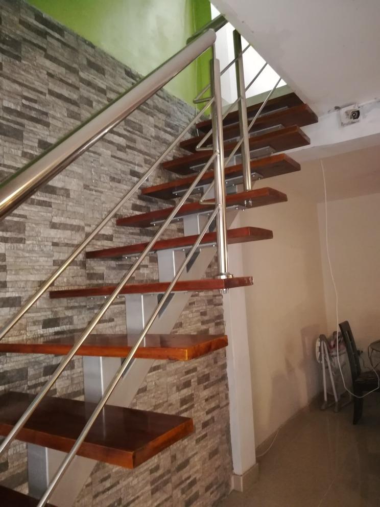 Escalera metalica pasos de madera barandas s 200 00 for Escalera 5 pasos afuera