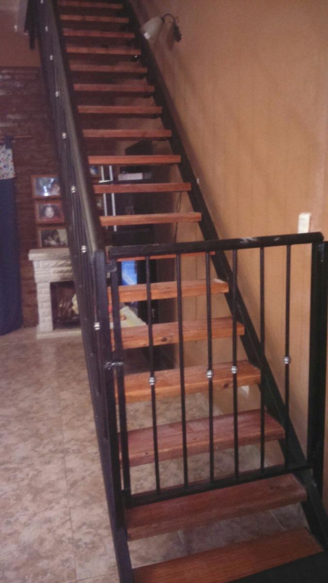 escalera para interior con baranda