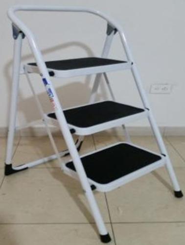 escalera plegable en aluminio de 2 pasos.