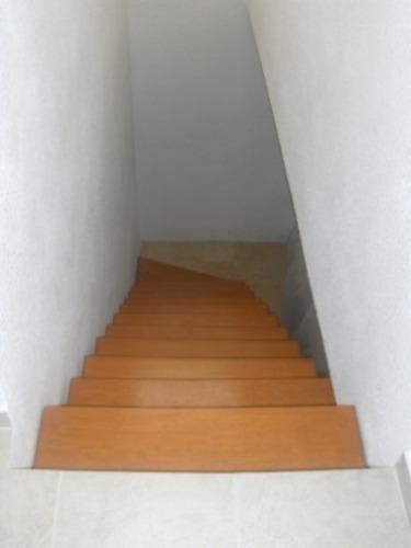 escalera recta minimalista