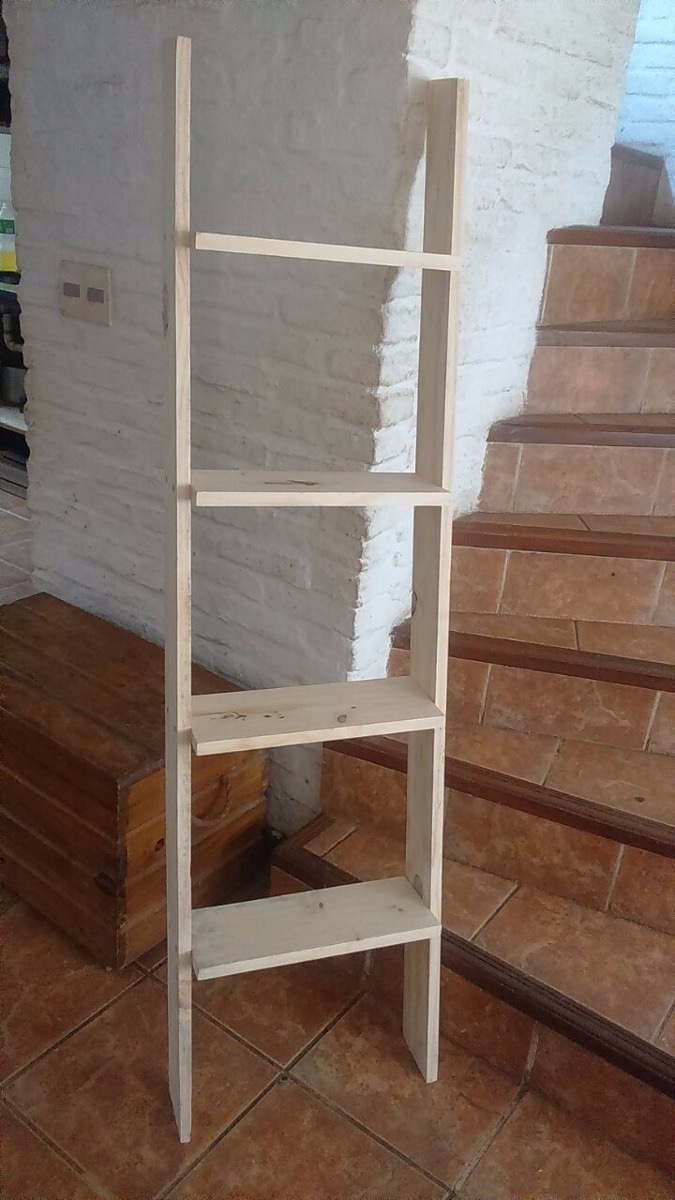 escalera repisa o biblioteca decorativa en madera