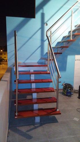 escalera y barandas de acero inoxidable