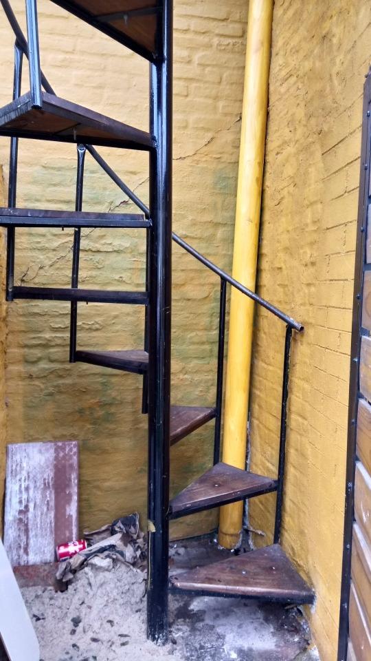 Escaleras De Caracol De Madera Para Interiores. Perfect Estantera ...